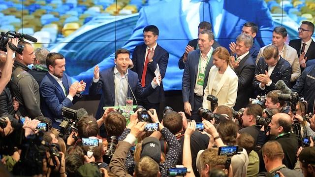 Ukrayna da ekonomik kriz Zelenskiy in yolunu açtı