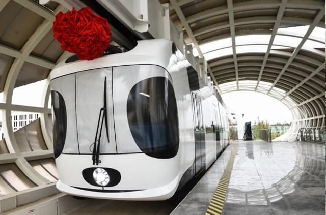 Çin'in ilk hava treni hizmete girdi