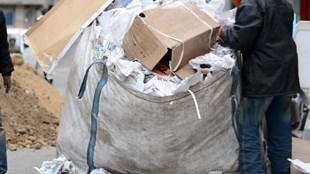 Çin in çöpleri kağıt toplayıcısını vurdu