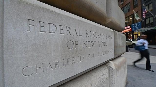 Fed yetkilileri bir  şahin  bir  güvercin