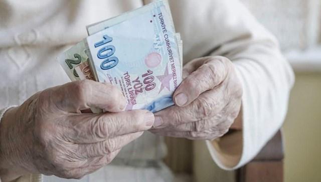 Emeklilere çifte maaş!