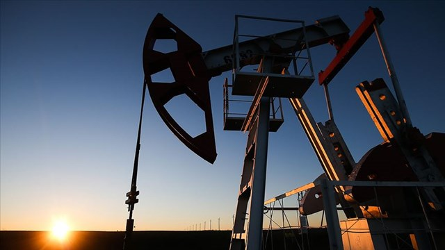Brent petrolün varili 83 dolar seviyesinde