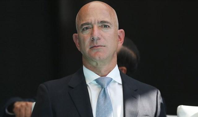 Bezos bugün görevinden ayrıldı